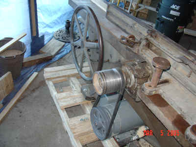 New mechanicals of jointer including original cutterhead pulley with 2 grooves.
